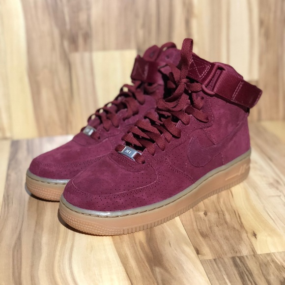 finest selection ccf4d 2aa98 WMNS Nike Air Force 1 High suede. M 5aa93b1850687c6eadd36baa